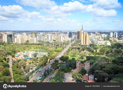 Paisaje urbano de Nairobi   ciudad capital de Kenia — Foto ...