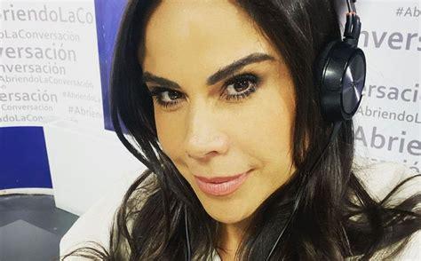 Paola Rojas aparece en TV usando un vestido transparente