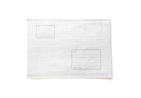 Paquete postal blanco con área para escribir dirección ...