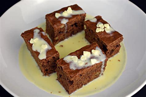 Pastel de chocolate con sopa de chocolate blanco   Receta ...