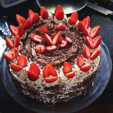 pastel de chocolate, decorado con fresas   Postres ...