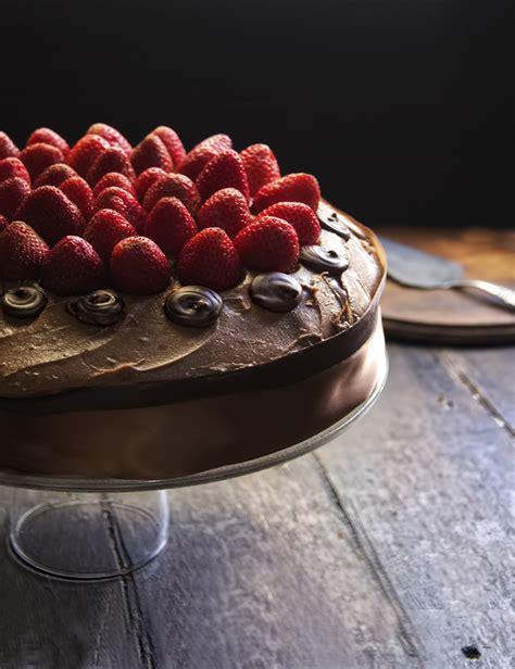 Pastel de Chocolate & Fresas | RÚSTICA