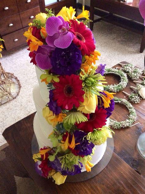 Pastel decorado con flores naturales, colores | Pastel ...