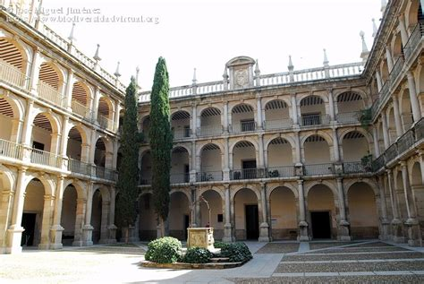 Patio enclaustrado de Santo Tomas de Villanueva, Colegio ...