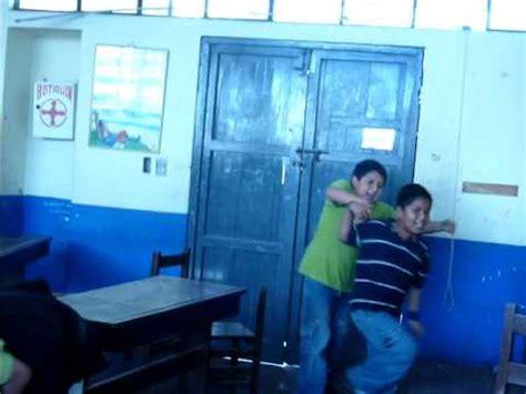 pelea de niños en colegio   YouTube
