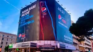 Pepsi responde al saludo de Coca Cola con otra valla ...