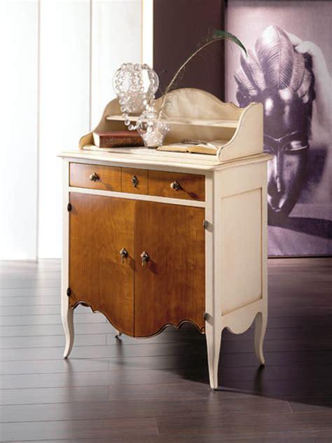 pequeño mueble auxiliar lora