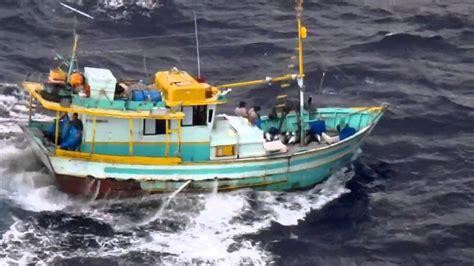 Pescadores enfrentando a fúria em alto Mar   YouTube