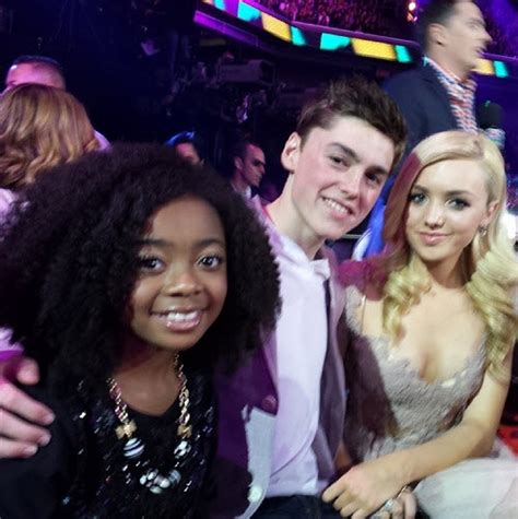 Photos:  Jessie  Cast At The 2014 Nickelodeon Kids' Choice ...