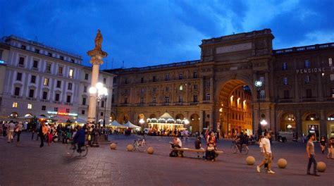 Piazza della Repubblica, Florence   Location, Review ...