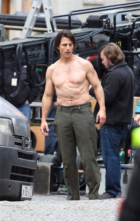 Pictures of Tom Cruise Performing Shirtless Stunts on the ...