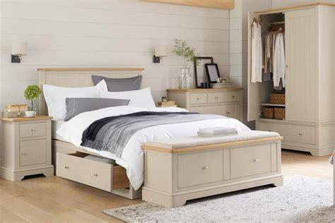 Pies de cama: elemento funcional y decorativo para tu ...