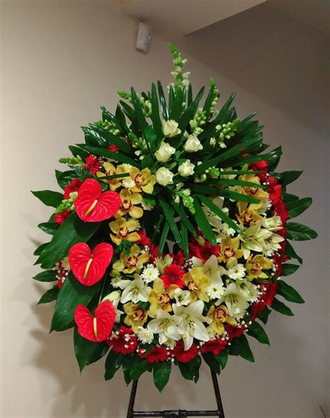 Pin by anne on Arranjos florais   Funeral flower ...