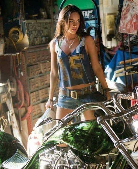 Pin by Patrick V on Women on M/C | Motorbike girl, Biker ...