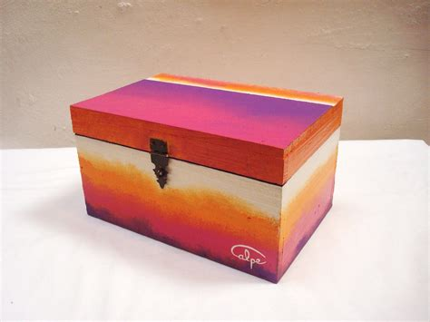 Pin en CAJAS PINTADAS A MANO, HAND PAINTED BOXES.