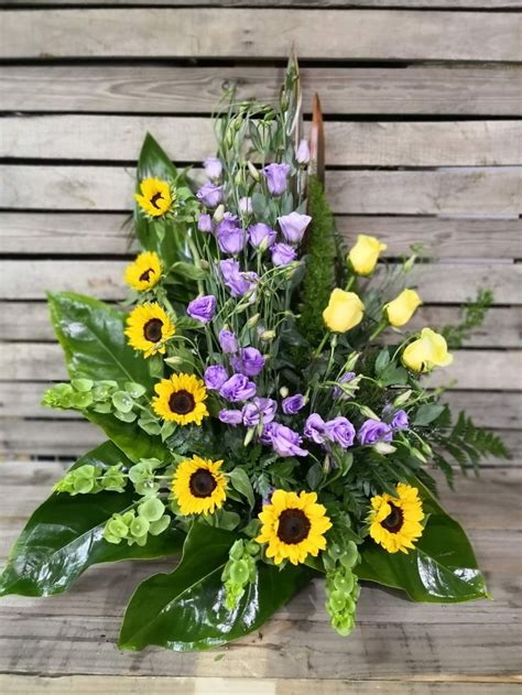 Pin en Centros de flores para funeral