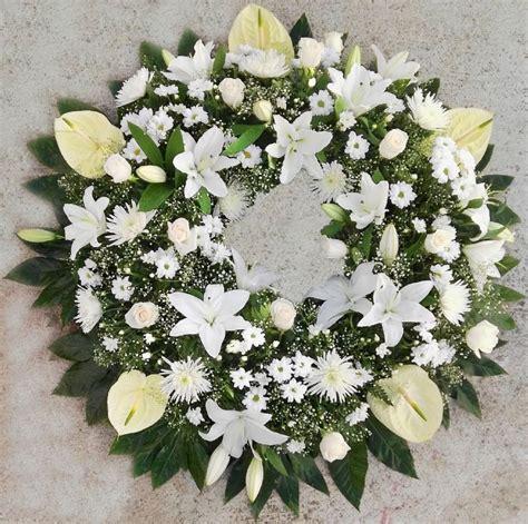 Pin en Coronas de flores para difuntos