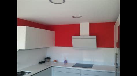 Pintar Paredes en plastico Blanco y Esmalte color Rojo ...