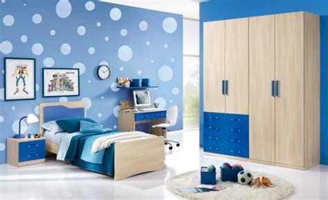 Pintar paredes o poner papel de pared 50 habitaciones de ...