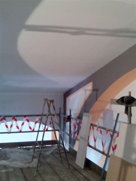 Pintura Pintado de falso techo con pintura plástica balnca ...