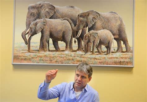 Pittsburgh Zoo honors expert in elephant conservation ...
