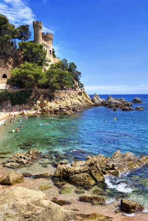 Playa Les Coves / Platja dels Grills en Sitges, Barcelona