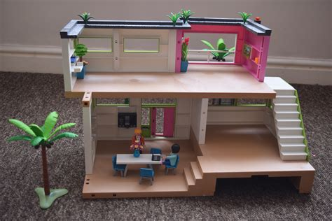 Playmobil Modern Luxury Mansion   Here Come the Girls