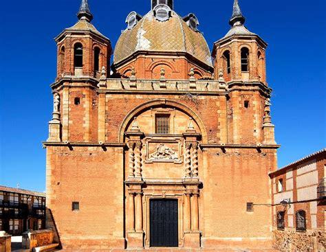 Plaza de San Carlos del Valle   Arquitectura, Plazas