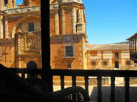 Plaza Mallor de San Carlos del Valle Hospedería Santa ...