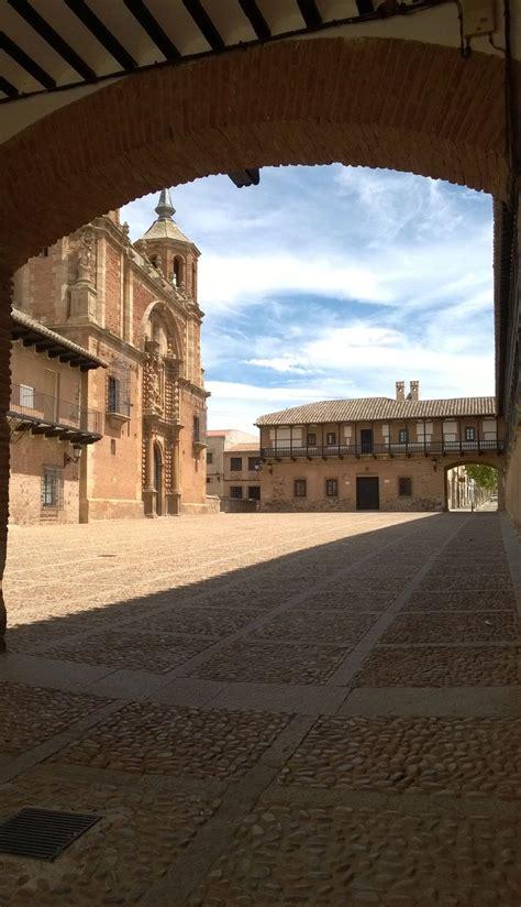 Plaza Mayor de San Carlos del Valle, Ciudad Real, Castilla ...