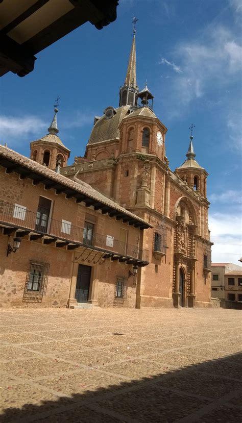 Plaza San Carlos del Valle, el pequeño Vaticano Manchego ...