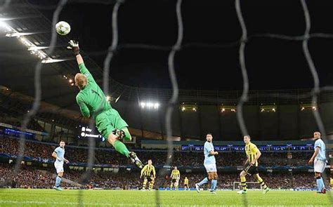 Poll: who is the best goalkeeper in the world?   Telegraph