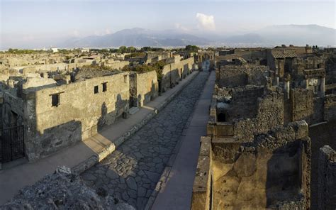 Pompeii and Herculaneum treasures rise from the ashes ...