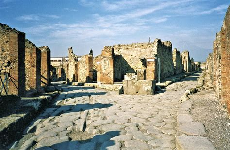 Pompeii Buried in Ashes | Learn about Italy