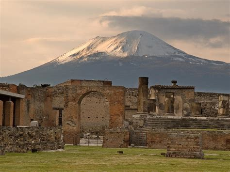 Pompeii destruction date may be wrong, archaeologists ...