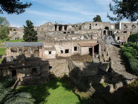 Pompeii recruits army of spies to root out Mafia ...