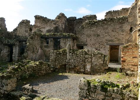 Pompeii: Where Ruins Aren't Quite Ruins… Seaports of the ...