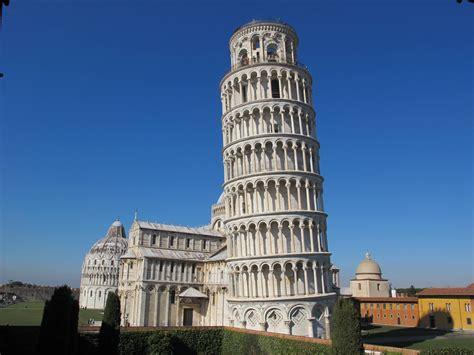Por que a Torre de Pisa é inclinada? | Mundo Estranho