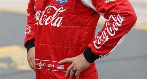 ¿Por qué Coca Cola suspende anuncios en redes sociales?