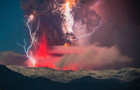 ¿Por qué hacen erupción los volcanes?