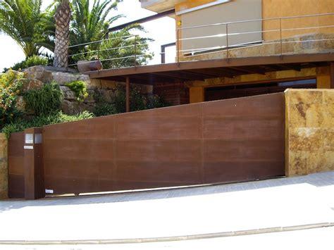 PORMATIC 2012 S.L. :: Puerta de garaje corredera inferior