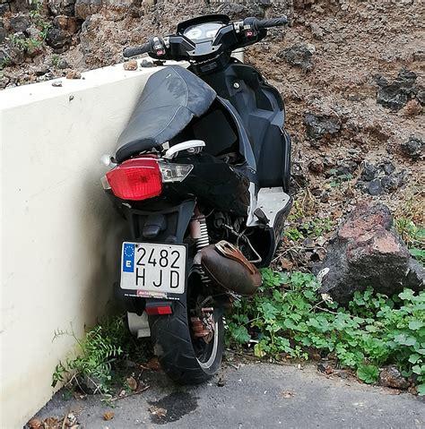 Posible moto robada abandonada junto al Hospital Negrín de ...