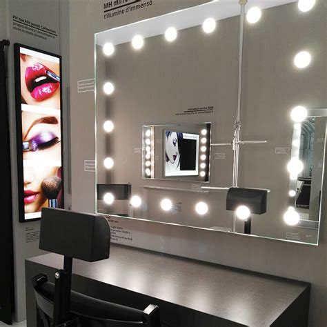 postazione makeup farmacia Cantoni illuminata 2   Cantoni