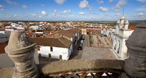Pozuelo, el municipio más rico de España y Zahínos, el más ...