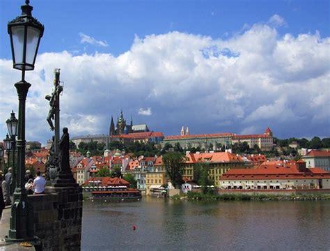 """Praga después de la """"Revolución de Terciopelo""""   Donde Viajar"""