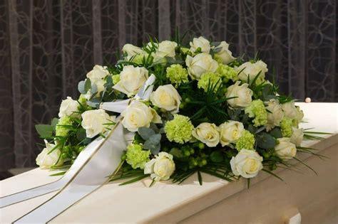 Precio centros de flores para difuntos   Flores fúnebres ...