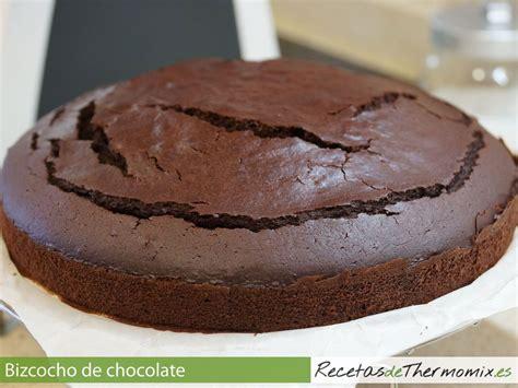 Preparamos un esponjoso bizcocho de chocolate con la ...