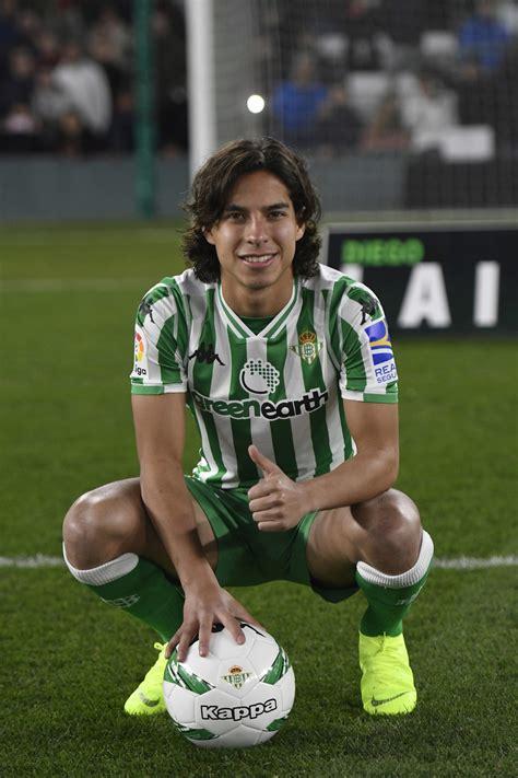 Presentación de diego lainez como jugador del... | MARCA.com