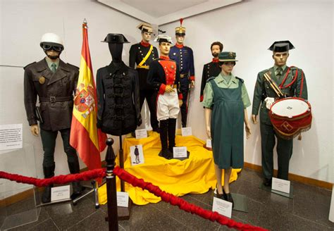 Presentada la exposición de fotografía  La Guardia Civil ...