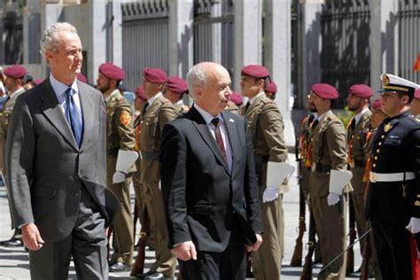 Primera visita oficial de un ministro de Defensa suizo a ...